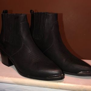 Ladies shoe boot